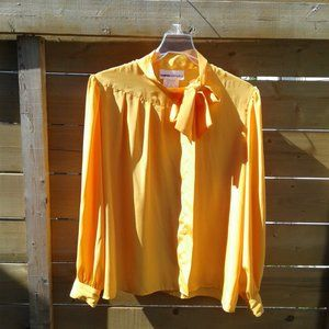 Vintage blouse with pleats rushing and bow
